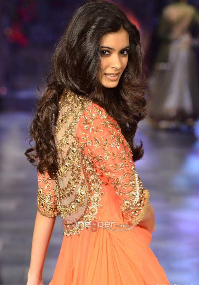 Diana Penty wearing Manish Malhotra