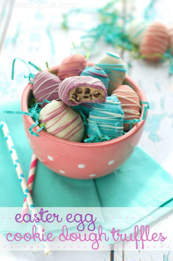 Easter Egg Cookie Dough Trøfler | www.wineandglue.com | Vakker på utsiden og uimotståelig lekkert på innsiden!