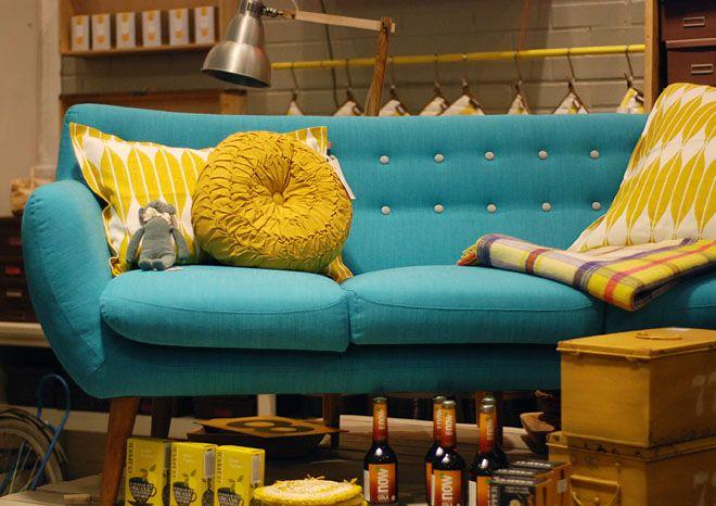En klassisk kul sofa fra sentou du finner den utstilt i for Canape poltrone e sofa