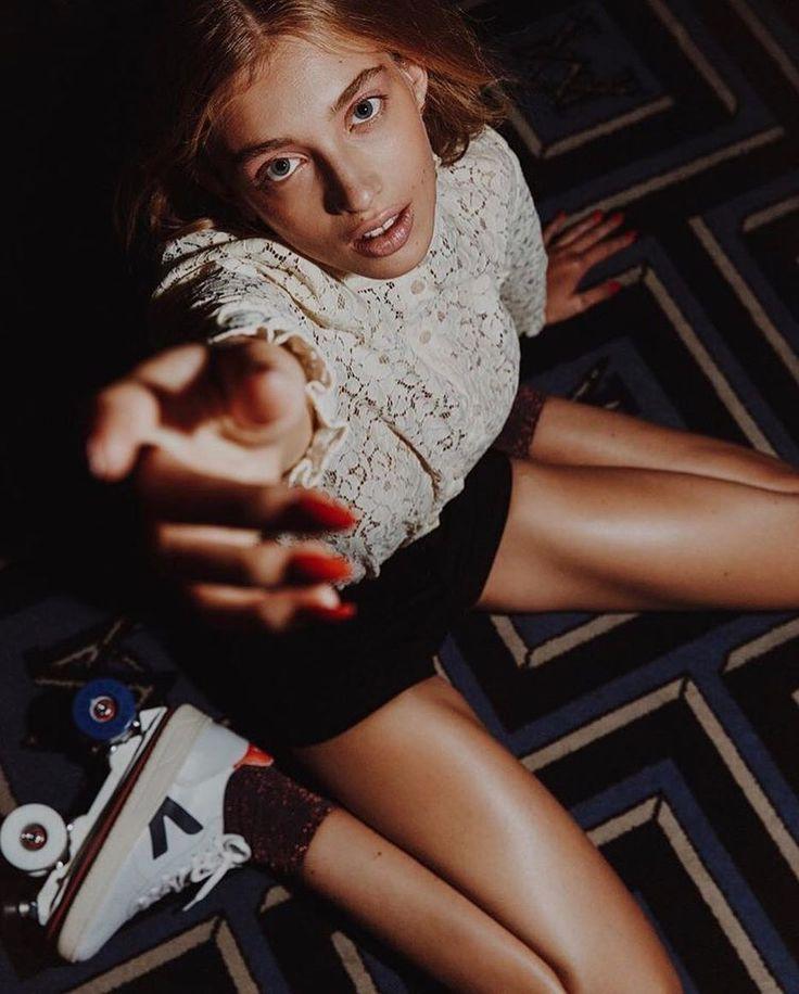 Don't be a hater be a roller skater with our collaboration Veja X Flaneurz #veja #vejashoes #vejaxflaneurz #suziwinkle #rollerskate #rollerskateinstyle #flaneurz #vejaV10 #vejarollerskate
