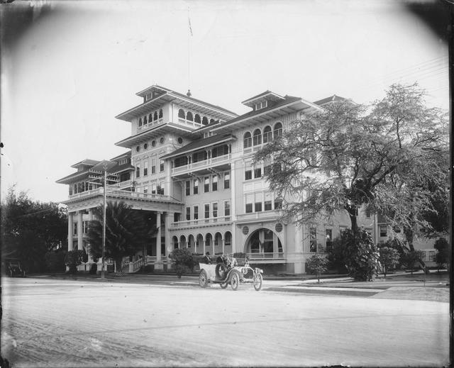 Moana Hotel, Waikiki. (circa 1908)