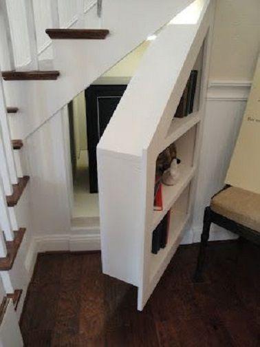 Un rangement double fonction avec porte étagères et une petite surface intérieure spacieuse