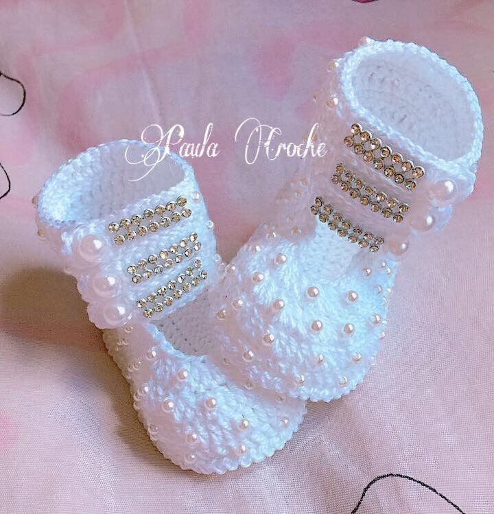 Botinha de croche  Confeccionados com linha 100% algodão  Tamanho:  14 - 0 a 2 meses  15 - 2 a 4 meses  16 - 4 a 6 meses