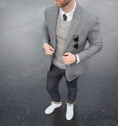 Entre os vários perfis de estilo, está o básico, o cara que gosta da sua camiseta branca, seu jeans bruto e seu tênis All Star marinho, e quer saber de uma coisa? Não tem nada de errado com isso! D…
