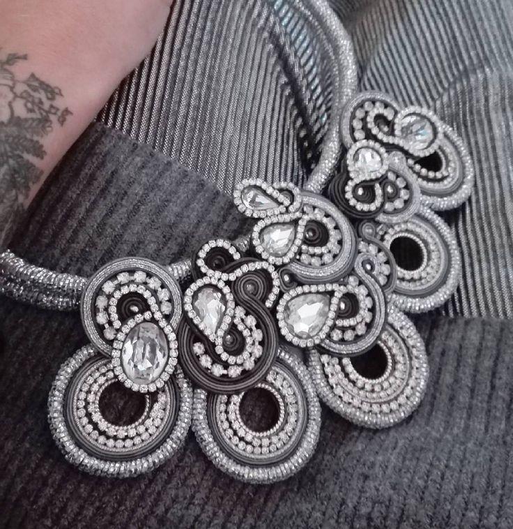 When in doubt, wear silver!  #adelslaboratory #alessandradelvitto #adeloriginal #lab #atelier #outfitoftheday #ootd #costumejewelry #bijoux #accessori #gioielleriaalternativa #soutache #soutachenecklace #necklace #christmas #fashion #beauty #fashiondesigner #fashionblogger #fashionjewelry #moda #milano #varese #nyc #miami #paris #losangeles #handmade #handembroidered #madeinitaly