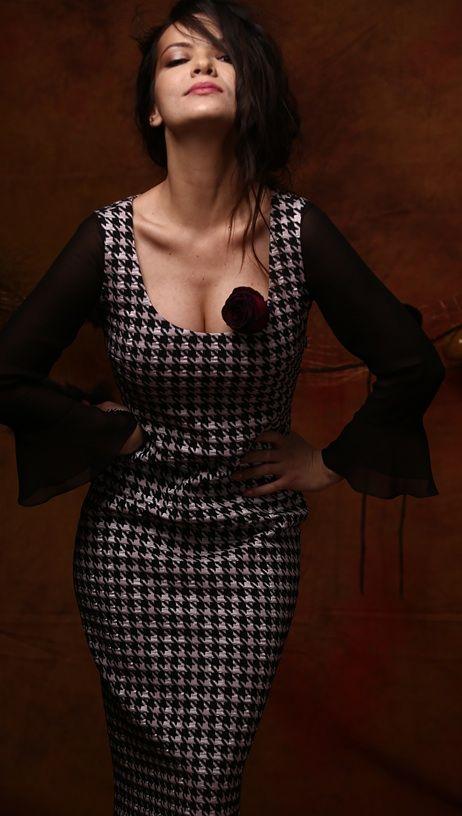 Embrace your style and feminity #fall17 #party #elegant #dress #veil #feminity #fashion #style #yokko #madeinromania