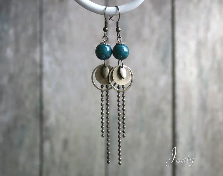 Boucles d'oreilles bohèmes, perles en céramique bleu de Prusse : Boucles d'oreille par joaty