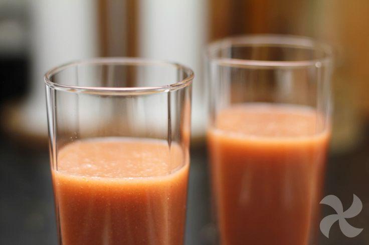 Exquisito y nutritivo smoothie elaborado a base de brócoli y fresas, ideal para desayunar o tomar a media mañana o media tarde. Una fuente de salud.