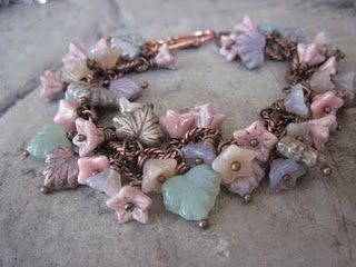 wish I could find these type of flower beads!!!!