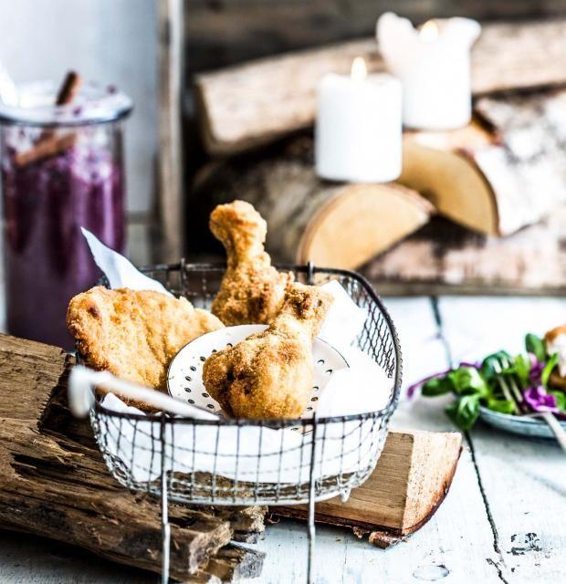 Backhendl wie vom Wiener! Freut euch auf paniertes Hähnchen mit selbst gemachtem Apfel-Rotkohlketchup und knackigem Rotkohlsalat.