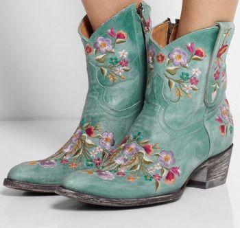 Mexicana is een echte specialist in laarzen en booties. En dan met name in western boots (cowboylaarzen) voor dames. Deze cowboylaarsjes zij...