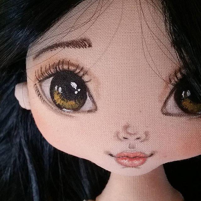 Давно не было брюнеток... пора исправляться)) #torrytoys #процессторри #кукларучнойработы #рисованиелица #кукланазаказ #dollsofinstagram #amazing