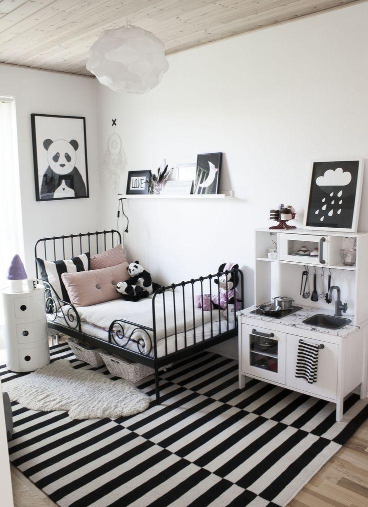 pinterest: rayray0033   // black and white kids room