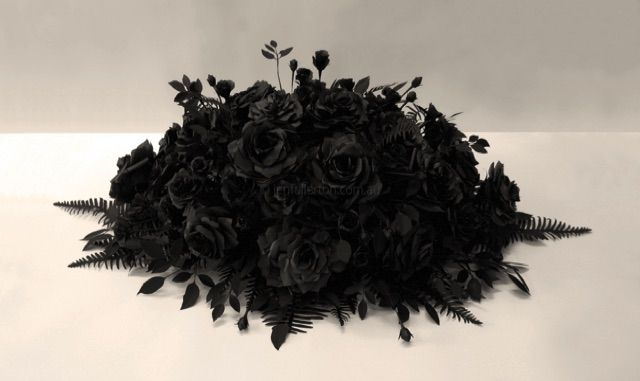 'Subrosa' 100 paper roses by Jen Fullerton