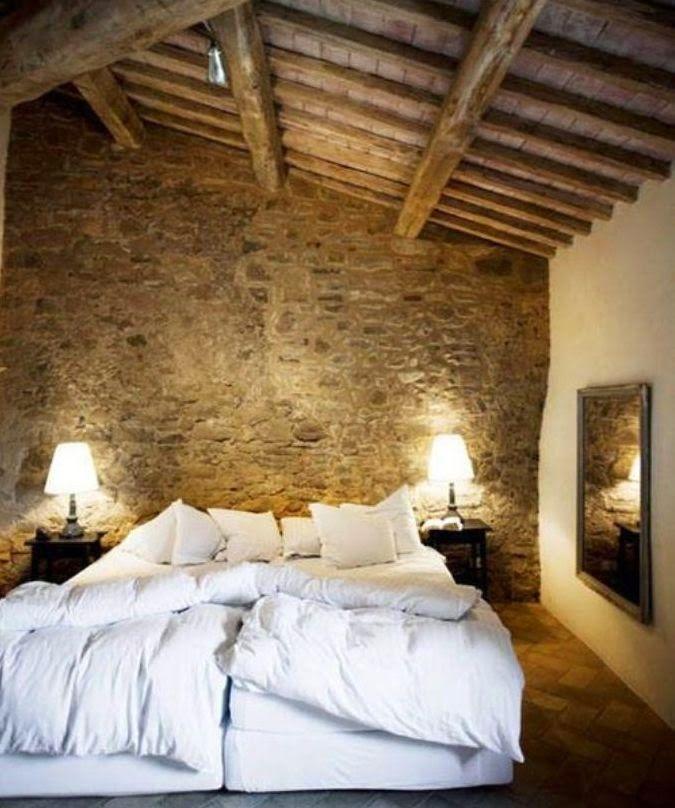 L'idea di una camera da letto con pareti a vista in ...