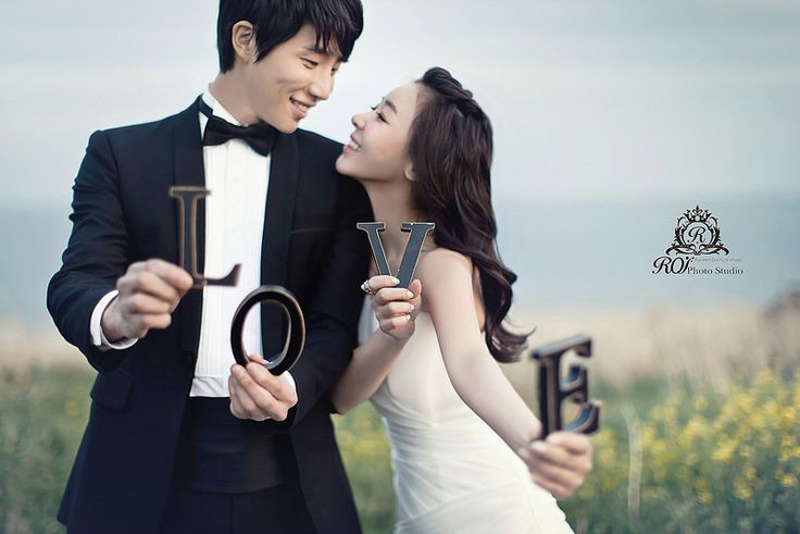 outdoor pre wed photo shooting in Jeju island! Try this wonderful posture and pictures with LOVE sign at Jeju island with roi studio! roistudio.co.kr #roistudio #Koreawedding #photoshooting #Jejuwedding #Jejuisland
