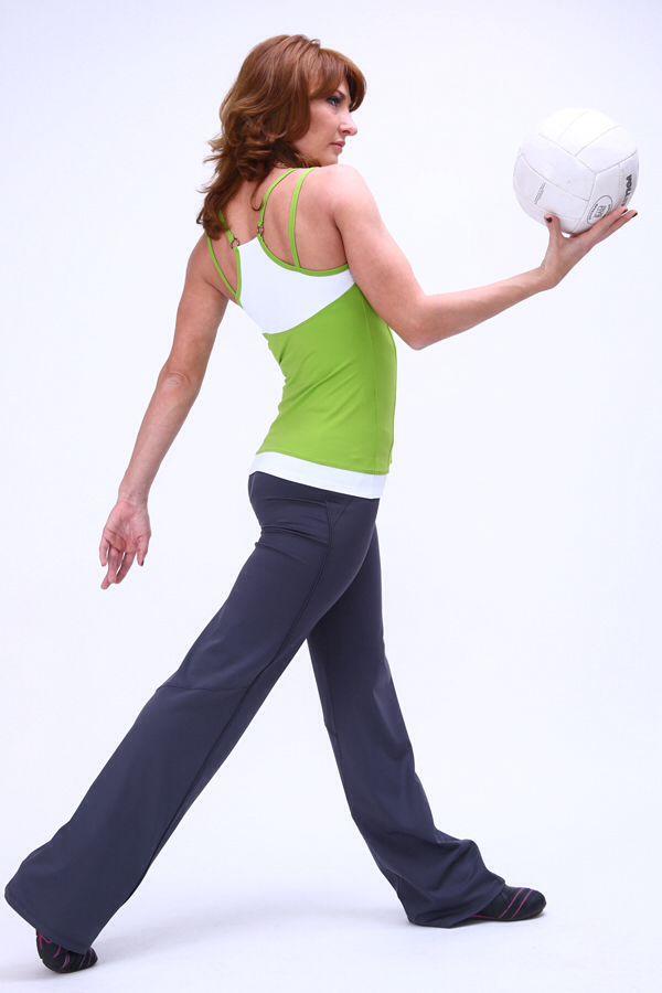 Торговая марка «Jeffa» предлагает оптом большой выбор одежды для активного отдыха и занятий йогой, танцем, фигурным катанием, аэробикой, шейпингом и просто спортом для женщин.