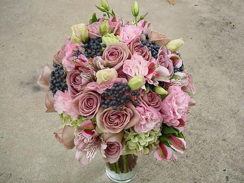 Amnesia roses, antique pale pink hydrangea, lizianthus, alstromeria and berries