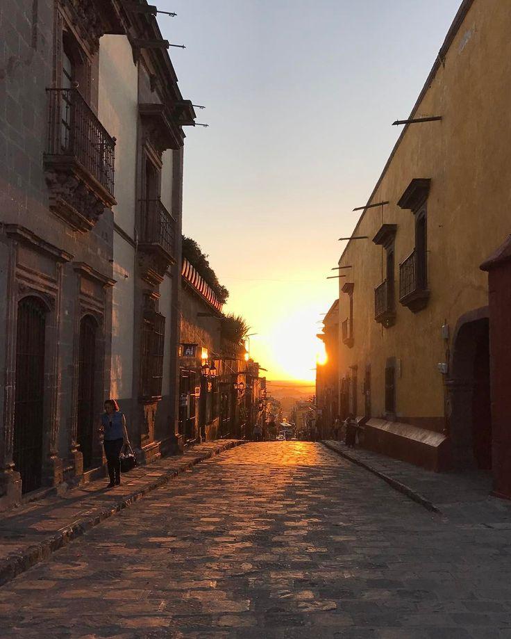 Sunset #sanmigueldeallende #guanajuato #sunset #stonestreet #town #atardecer #sun #magic #correo #umaran #jardin #plaza #square #pueblomagico #pueblo #colonial #facade #arquitectura #cathedral #empedrado #spring #catedral #relox #history #travel #viaje #spa #hotel #architecture