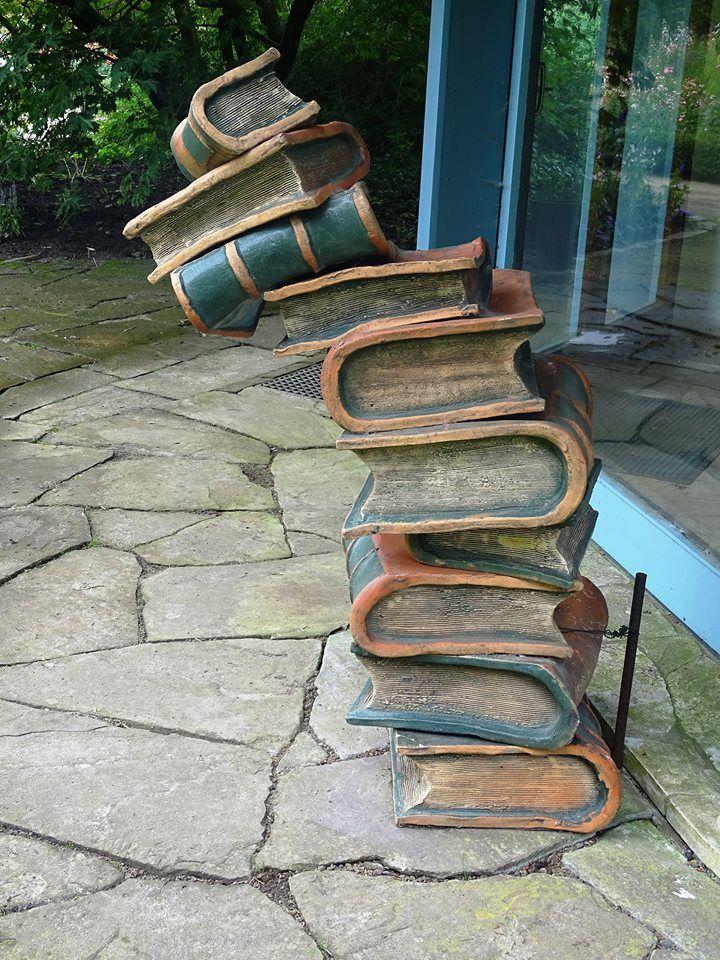 #kunstvoll #Bücherstapel (Quelle: unbekannt)