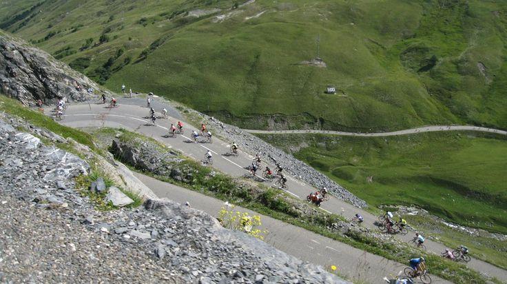 Col du Galibier (Alpes) - 2642m - depuis st Michel de Maurienne, 34,9km pour 1924m de dénivelé. 5,5% de moyenne mais entre 8 et 9% après le col du Télégraphe ( à partir de Valloire).