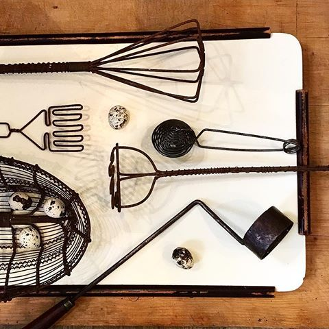Rostiga trådar. #trådarbete #wirework #luffarslöjd #hantverk #handycraft #rost #rust #vispar #trådkorg #köksredskap #husgeråd #kitchenalia #vintagekitchenware #köksinspiration #antik #antiques #antique #alacarteantik