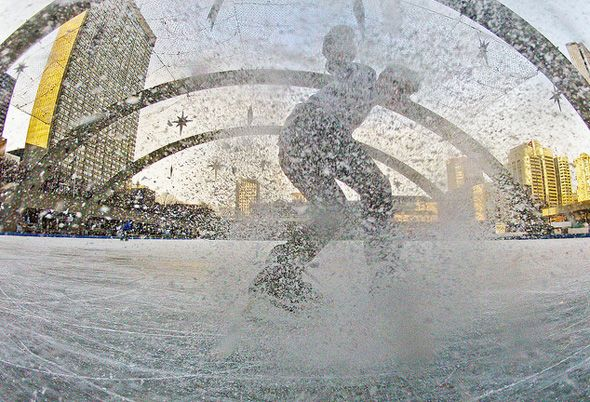 50 things to do in TO in winter Just because winter has arrived in Toronto doesn't mean there isn't a ton of things to do in this city, from outdoor activities that embrace the snow to those that keep us inside all cozy and warm (preferably with a libation or two on hand). Historically speaking, Toronto residents have...