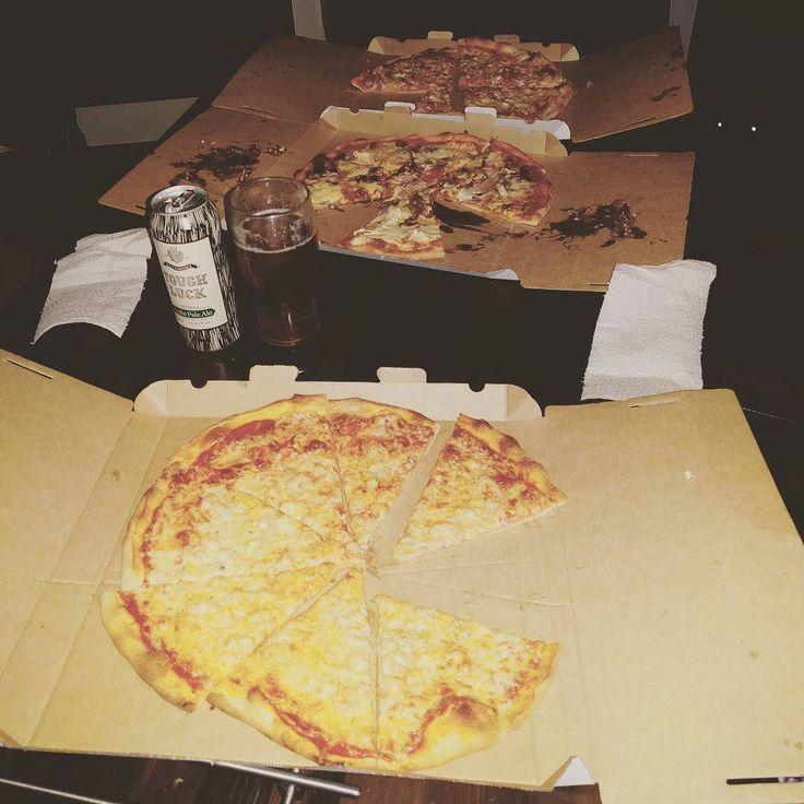 I'll your pizza & raise you 2 @deano_42 #pizzafriday #pizza #notsoheavy ##twitter