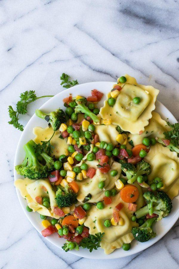 Easy Ravioli Primavera recipe - from http://RecipeGirl.com