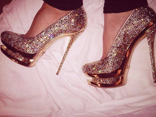 .Need them.. Want them.. such a pretty pair : Fashion, Sparkly Shoes, Glitter Shoes, Pump, Gianmarco Lorenzi, High Heels, Glitter Heels, New Years, Bling Bling
