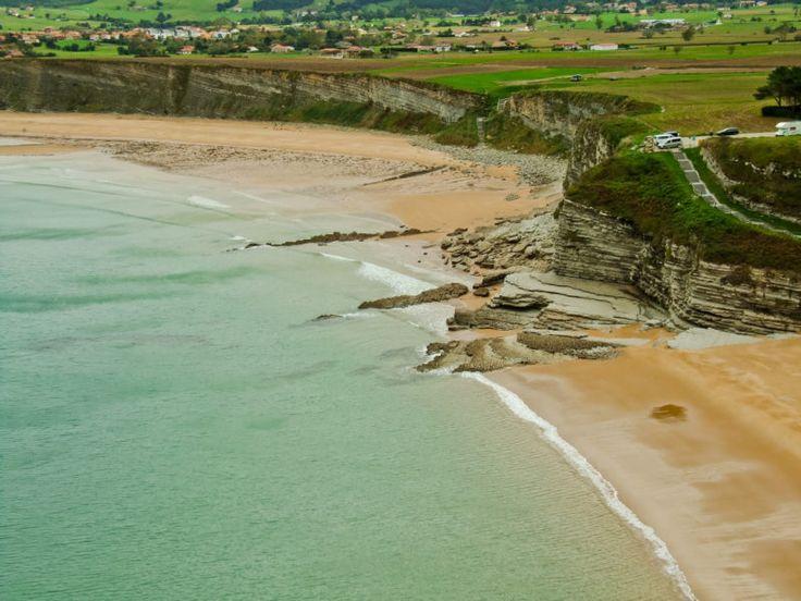 Una ruta costera para hacer en coche por 8 pueblos y playas increíbles de Cantabria