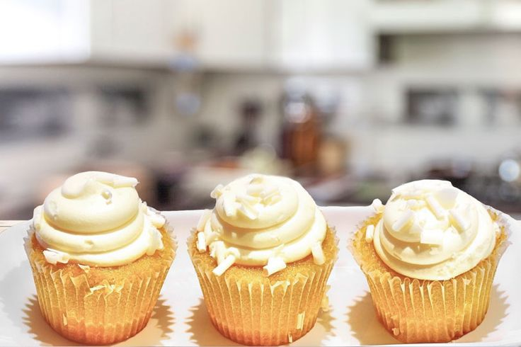 Rezept für Low Carb Eierlikör-Cupcakes mit Vanille-Frosting - kohlenhydratarm, kalorienarm, ohne Zucker und Getreidemehl