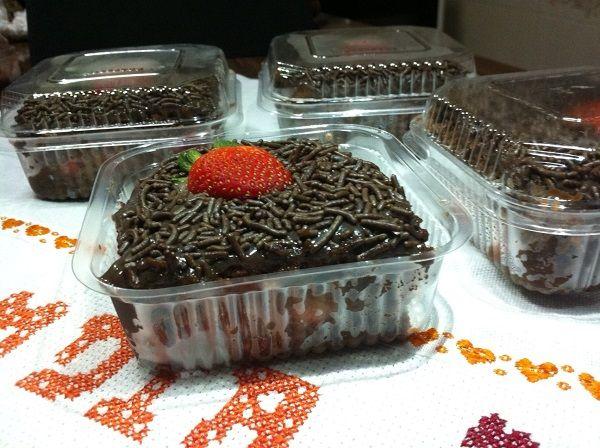As 10 Receitas de Bolo Para Fazer e Vender são perfeitas para serem vendidas em pedaços. Com uma só receita de massa e 4 variações (bolo de maracujá, bolo