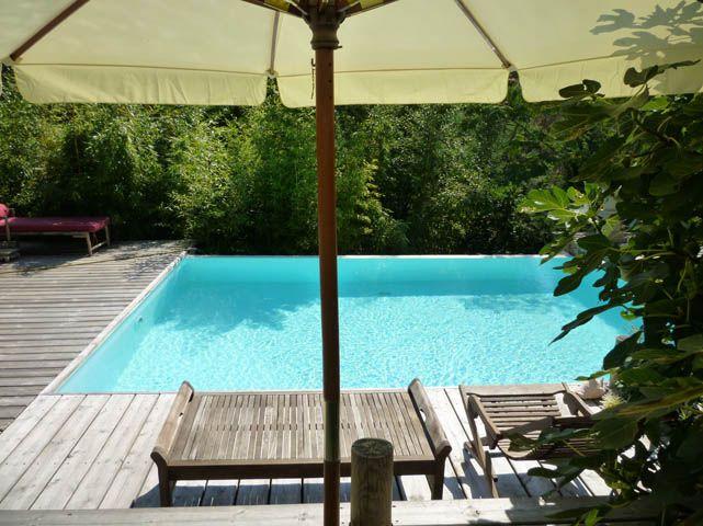 Prix d'une piscine : demande de devis pour la stratification de piscine (fibre de verre, resine polyester et gelcoat : combien coute une piscine ?