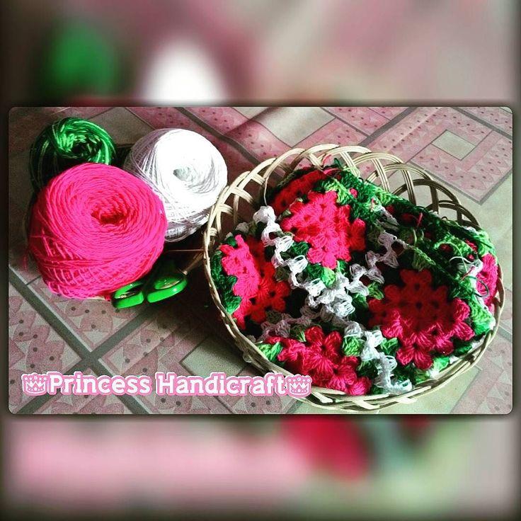 Proyek selanjutnya... #ngerjainorderan #grannysquare #cushioncover #crochetcushion #taplakmejarajut #crochettablecover #tablecover #tempattisyurajut #dekorasirumah #homedecor #rajutan #jualrajutan #rajutanunik #rajutancantik #crochet #crochetkawaii #crochetaddict #crochetlover #yarn #instacrochet #instayarn #craft #instacraft #handmade #instahandmade #olshopindo #olshoppangkalanbun #olshoppalangkaraya #olshopbanjarmasin #princesshandicraft by shabrinashabrina1924