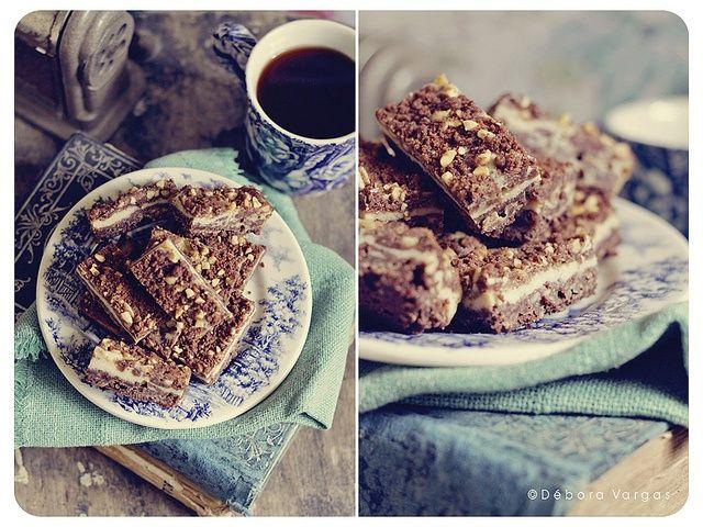 Barras de Chococheesecake. Tres capas forman esta barra: una crujiente galleta de chocolate con una suave capa de cheesecake, cubierto de un strussel de chocolate y maní. Precio: ¢13.000 el kilo.