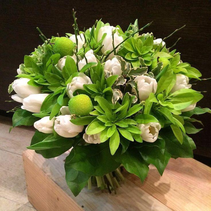 Встречаем утро пятницы вот таким свежим бело-салатовым красавцем..... #студияцветов55#flowerstudio55#цветы#flowers#букеты#подарок#деньрождения#поздравление#букетвподарок#оформлениецветами#студияцветов#дизайнбукетов#флористика#красивыйбукет by flowerstudio55
