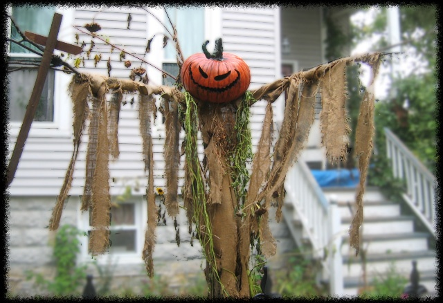 Diy motion activated scarecrow halloween halloween for Animated scarecrow decoration