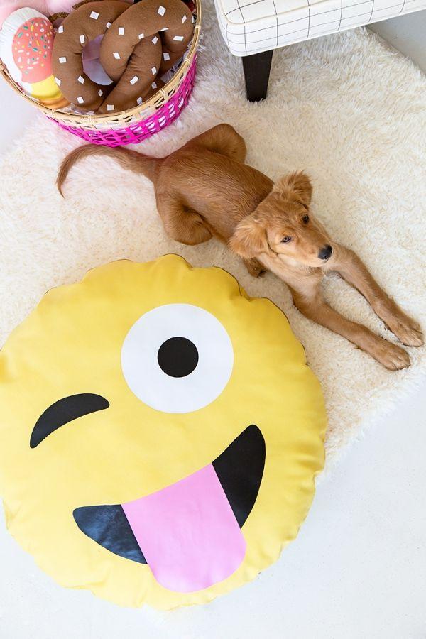 DIY Emoji Dog Bed - Studio DIY Super easy and looks like a fun WEEKEND project @ob2918