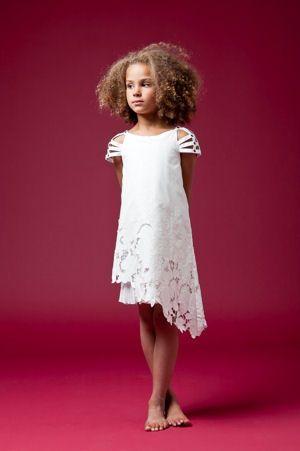 Quelle finesse (Junior Gaultier) ! http://www.journaldesfemmes.com/mariage/magazine/20-tenues-de-ceremonie-chic-pour-vos-enfants/robe-fleurs-junior-gaultier.shtml
