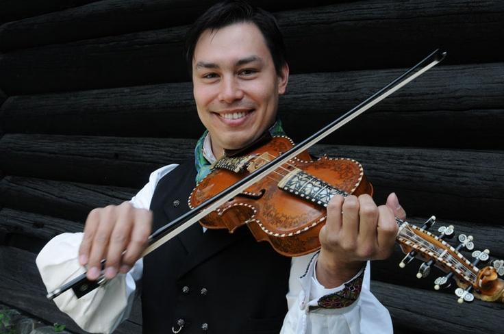 Hardanger fiddle Kenneth de Gala