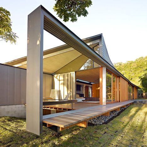 The Australian Institute of Architects has named Peter Stutchbury as the 2015 recipient of the country's most prestigious architecture award