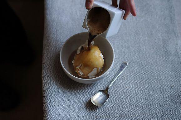 1 pint vanilla gelato or ice cream (the good stuff!). 4 long shots espresso. Scoop the ice cream into 4 bowls. Pour a shot of espresso over each mound of ice cream. Serve quickly! Heaven!!