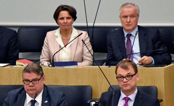 Vasemmistoliiton kansanedustajan Li Anderssonin istuntosalin vasemmasta laidasta esittämä kysymys pääministeri Juha Sipilän (kesk) verosuunnittelusta veti ilmeet nyreäksi ministeriaitiossa.