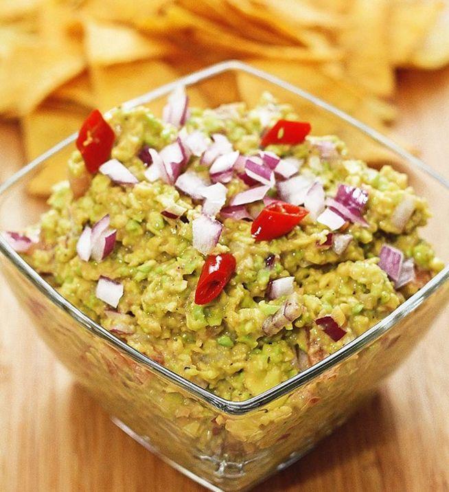 Mexické guacamole sa používa ako dip, ochucovadlo, či ingrediencia do šalátov. Tradične sa vyrába z avokáda a morskej soli. Dochutiť ho môžete čímkoľvek.