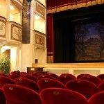 Una fiaba vissuta all'interno del Teatro della Concordia, il più piccolo del mondo