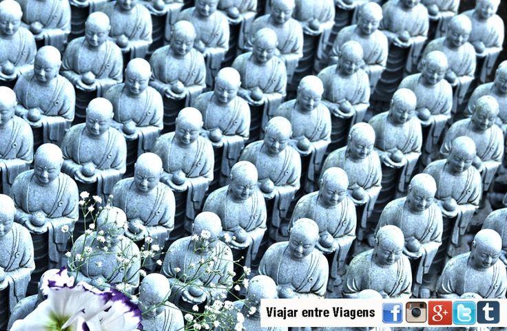 O budismo entrou no Japão pela Coreia, no século VI d.C. Pertencente ao ramo Mahayana do budismo, rapidamente estabeleceu-se como religião do Estado, observando-se uma disseminação de mosteiros e a fundação de diferentes escolas. Todas as escolas budistas japonesas assimilaram aspectos do xintoísmo índigena, no que toca ao culto das kami e dos antepassados. No …