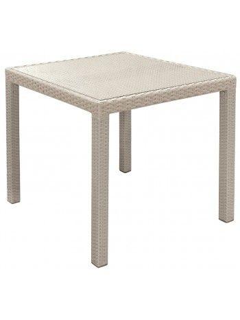 In wicker-intreccio sintetico disponibile nei colori BIANCO, NERO, GRIGIO e TORTORA, è il     tavolo fisso quadrato     con ripiano in vetro . Perfetto per arredare l'esterno o l'interno della casa. Misure cm 80 x 80 x 75 h.