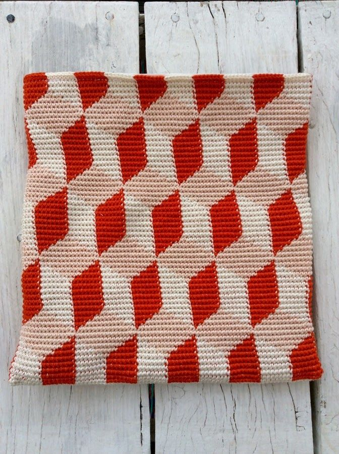 Pirjon kädenjälkiä: A little purse, pattern by talented Molla Mills (pattern is published in her second book Virkkuri 2).