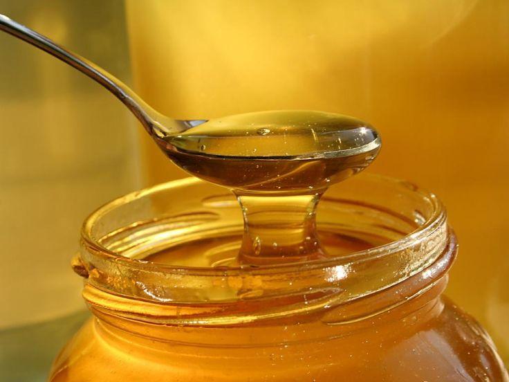 Легкое похудение с медом  Попробуй принимать этот сироп для снижения аппетита ежедневно, и ты точно заметишь перемены в своей фигуре.  ИНГРЕДИЕНТЫ 125 г корня хрена 3 лимона 3 ст. л. мёда 2 ч. л. корицы небольшой кусочек свежего корня имбиря  ПРИГОТОВЛЕНИЕ Смешай корень имбиря и хрен в блендере. Добавь в смесь сок, выжатый из лимонов, корицу и мёд. Храни сироп в плотно закрытой банке в холодильнике. Пей это средство в течение 3 недель, принимай 2 ст. л. за 15 минут до еды 2 раза в день…